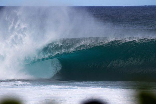 パイプラインの巨大な波